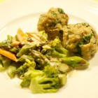 Bärlauchklößchen mit Gemüse