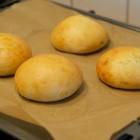 Hamburgerbrötchen frisch aus dem Ofen