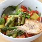 Spargel-Kartoffelsalat mit Tomaten