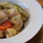 Nudeln mit Lachs und Gemüse