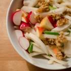 Rettich-Salat mit karamellisierten Walnüssen
