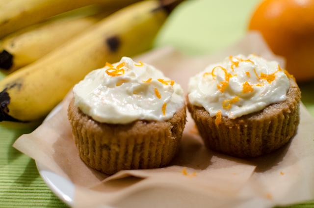 Bananencupcakes mit Orangen-Frischkäse-Frosting