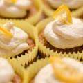Karotten-Cupcakes mit Honig-Frischkäse-Frosting