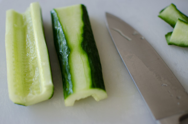 Gurke für Tsukemono schneiden