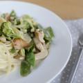 Pasta mit Huhn und grünem Gemüse in Estragon-Soße