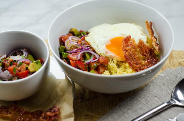 Hirse mit Tomaten-Salsa und Ei