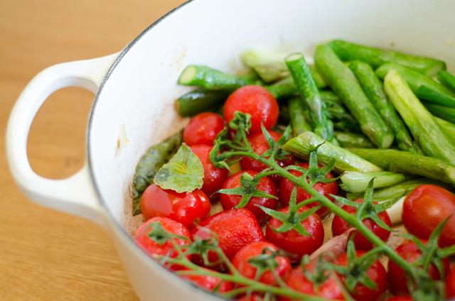 Gebratene Tomaten mit Spargel