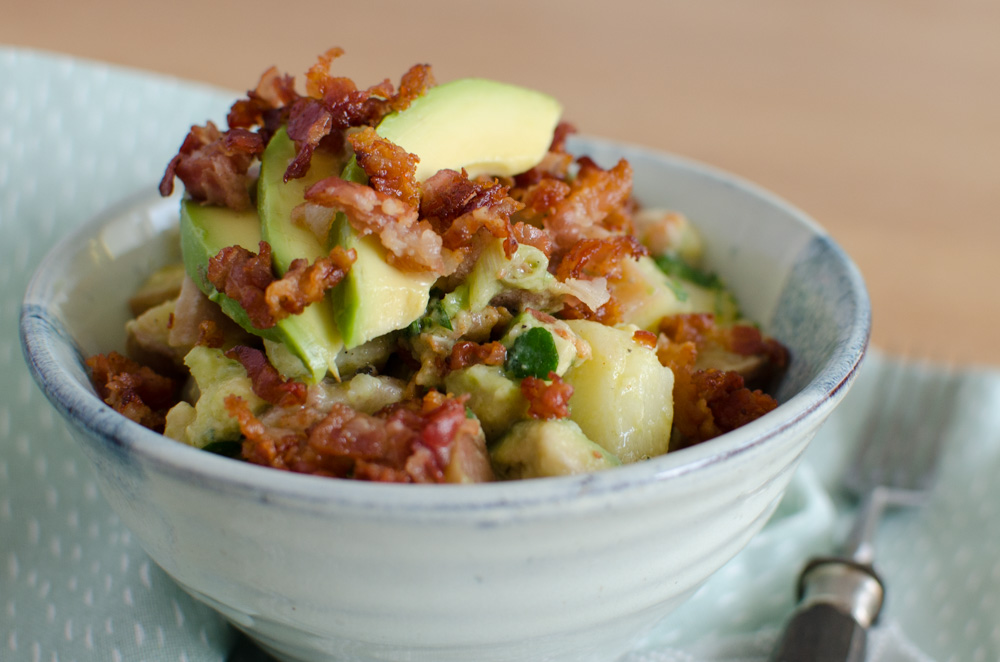 Kartoffelsalat mit Avocado und Knusperspeck